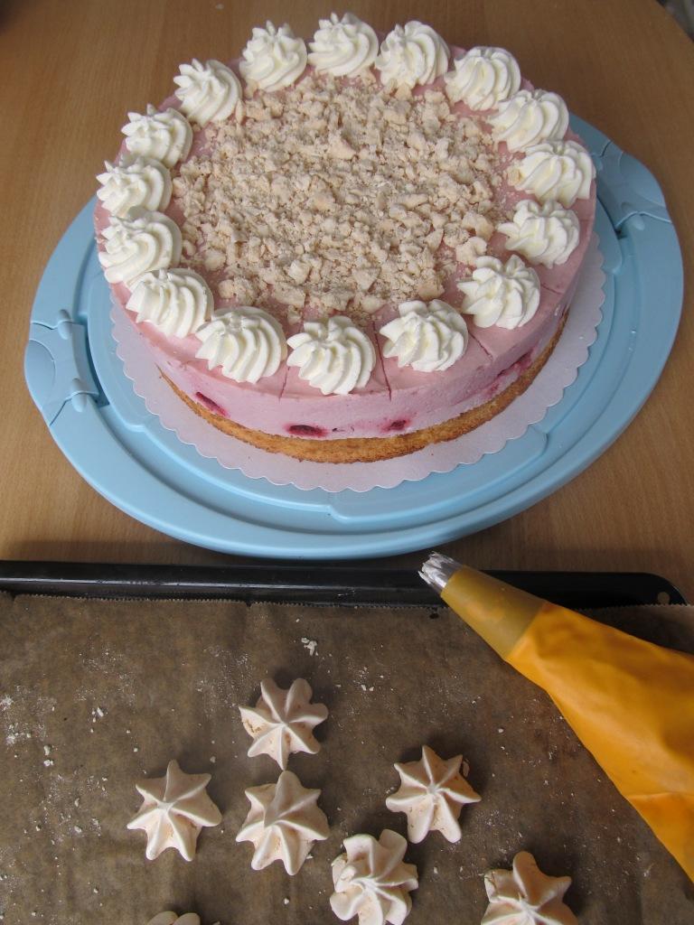Himbeer Sahne Torte mit Baiser