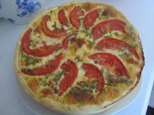 Tomaten Quiche mit Schinken und Käse