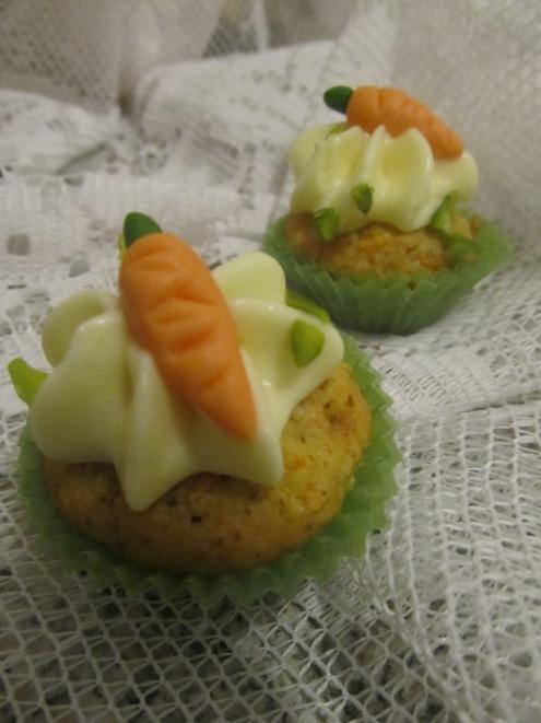 Möhren Cupcake mit weißer Schokoladenbuttercreme